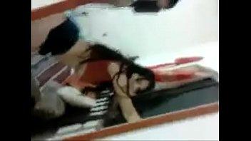 Братик повидал сестренку обнаженную в большой ванной и не удержался