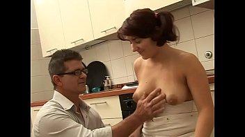 Анально-вагинальное порева: молодчик вжарил свою любовницу