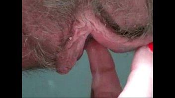Худенькую брюнетку от имел в анал ее ухажер
