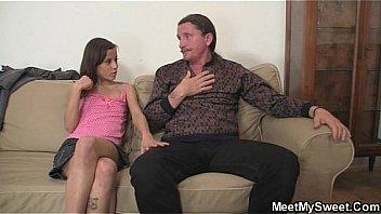 Эмили торн не потребовались говоры и она подставила попа молодчику
