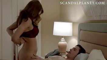 Анальный секс в номере отеля с брюнеткой с прической каре